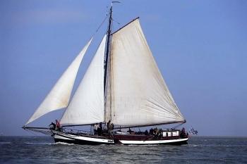 Aussenansicht vom Gruppenhaus 03103175 Plattbodensegelschiff Gouden Bodem in Niederlande NL-8861 HARLINGEN für Gruppenfreizeiten