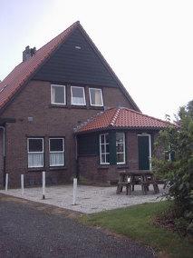 Aussenansicht vom Gruppenhaus 03313008 Gruppenhaus Spoorhuis in Niederlande NL-4471 WOLPHAARTSDIJK für Gruppenfreizeiten