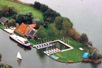 Aussenansicht vom Gruppenhaus 03313046 Gruppenunterkunft HEEGERMEER in Niederlande 8621 Heeg für Gruppenfreizeiten
