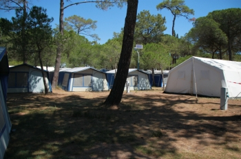 Aussenansicht vom Gruppenhaus 00330101 ZEBU-Dorf Grau d Agde in Frankreich F-34300 AGDE für Gruppenfreizeiten