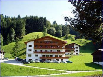 Aussenansicht vom Gruppenhaus 03433031 Gruppenhaus SONNENFELS in Österreich A-6311 Wildschönau für Gruppenfreizeiten