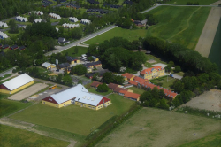 Weitere Aussenansicht vom Gruppenhaus 03453003 BINDERNÆS Efterskole in Dänemark 4970 Roedby für Gruppenreisen