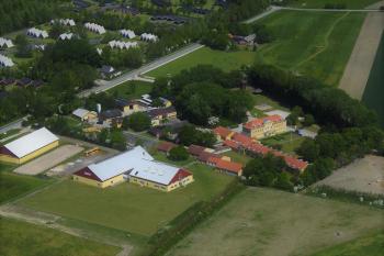 Aussenansicht vom Gruppenhaus 03453003 BINDERNÆS Efterskole in Dänemark 4970 Roedby für Gruppenfreizeiten