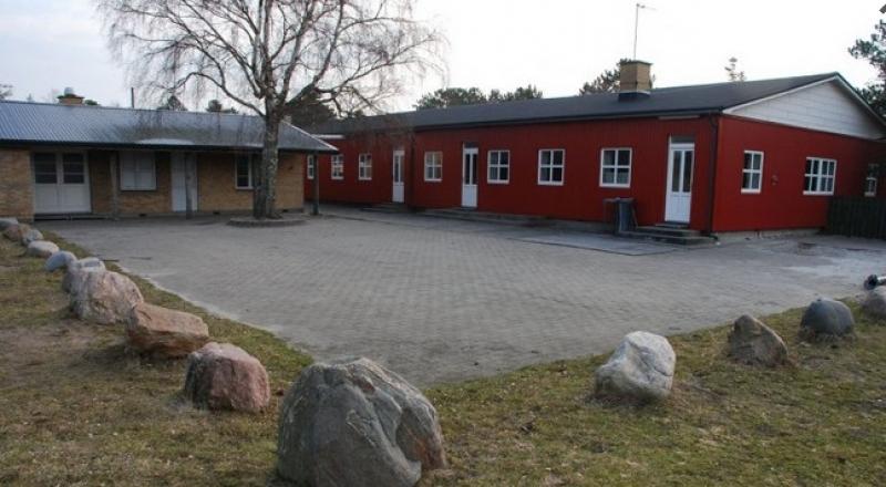 Aussenansicht von der Gruppenunterkunft 03453054 Gruppenhaus HOEVE STRAND in Dänemark 4550 Asnaes für Jugendfreizeiten