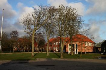 Aussenansicht vom Gruppenhaus 03453093 Vostrup Efterskole in Dänemark 6880 TARM, VOSTRUP für Gruppenfreizeiten
