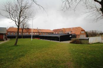 Aussenansicht vom Gruppenhaus 03453173 KONGEÅDALENS EFTERSKOLE in Dänemark 6660 Lintrup für Gruppenfreizeiten