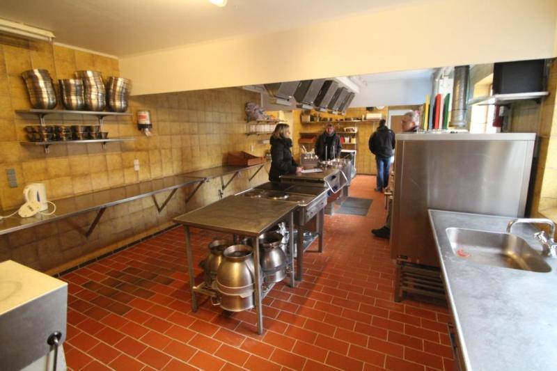 Küche von der Gruppenunterkunft 03453173 KONGEÅDALENS Efterskole in Dänemark 6660 Lintrup für Jugendfreizeiten