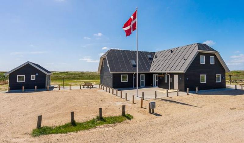 Aussenansicht von der Gruppenunterkunft 03453229 Gruppenhaus BLÅVANDGÅRD  in Dänemark 6857 Blavand für Jugendfreizeiten