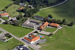 Weitere Aussenansicht vom Gruppenhaus 03453230 Gruppenhaus HO LEJRSKOLE in Dänemark 6857 BLAVAND für Gruppenreisen