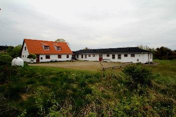 Aussenansicht vom Gruppenhaus 03453300 Gruppenhaus LILLE STRANDHAVE in Dänemark 9300 Saeby für Gruppenfreizeiten