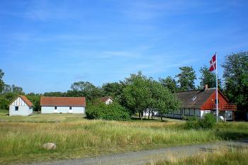 Aussenansicht vom Gruppenhaus 03453424 Gruppenhaus JARLSGÅRD in Dänemark 3720 AKIRKEBY für Gruppenfreizeiten