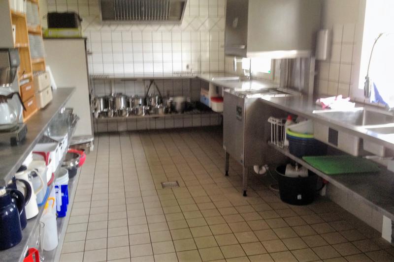 Küche von der Gruppenunterkunft 03453424 Gruppenhaus JARLSGÅRD in Dänemark 3720 Aakirkeby für Jugendfreizeiten