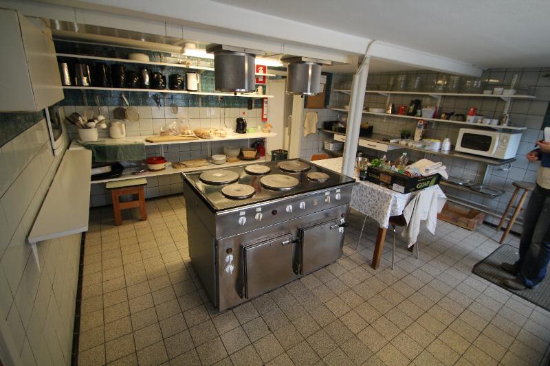Küche von der Gruppenunterkunft 03453427 Gruppenhaus TANNISBUGT in Dänemark 9881 Bindslev für Jugendfreizeiten