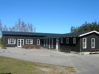 Aussenansicht vom Gruppenhaus 03453458 Gruppenhaus LM-LEJREN in Dänemark 3720 AAKIRKEBY für Gruppenfreizeiten