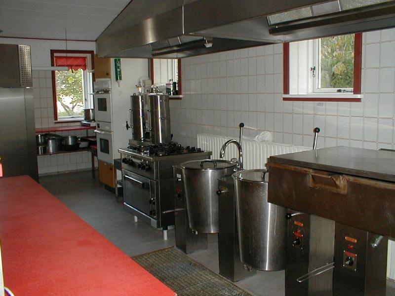 Küche von der Gruppenunterkunft 03453458 Gruppenhaus LM-LEJREN in Dänemark 3720 Aakirkeby für Jugendfreizeiten