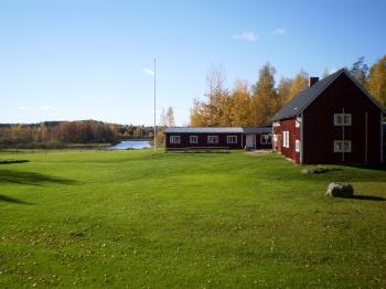 Aussenansicht vom Gruppenhaus 04464171 Gruppenhaus RÄVNÄS in Schweden S-73060 Rämnäs für Gruppenfreizeiten