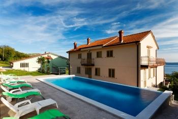Aussenansicht vom Gruppenhaus 00380610 Gruppenhaus FEDESIN in Kroatien 51260 Crikvenica für Gruppenfreizeiten