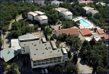 Aussenansicht vom Gruppenhaus 00380611 Gruppenmotel CRIKVENICA in Kroatien  Crikvenica für Gruppenfreizeiten