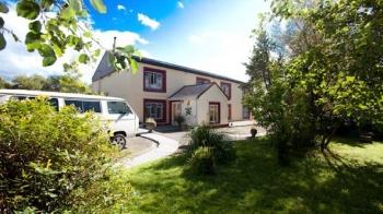 Aussenansicht vom Gruppenhaus 05355108 Gruppenhaus Kerry-Annascaul in Irland  ANNASCAUL-Kerry für Gruppenfreizeiten