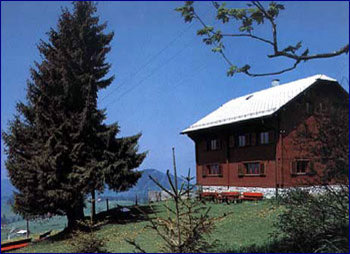 Aussenansicht vom Gruppenhaus 05415100 Gruppenhaus SONNENBERG in Schweiz CH-8847 Egg/EINSIEDELN für Gruppenfreizeiten