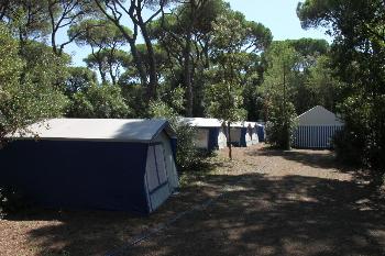Aussenansicht vom Gruppenhaus 00390100 ZEBU<sup>®</sup>-Dorf TOSKANA - S - in Italien 58046 Marina di Grosseto für Gruppenfreizeiten