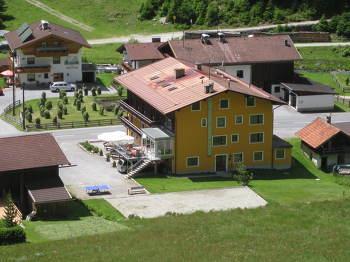 Aussenansicht vom Gruppenhaus 07437027 Gruppenhaus ST.LEONHARD in Österreich A-6481 St. Leonhardt/Pitztal/Tirol für Gruppenfreizeiten