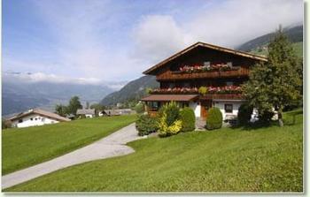 Aussenansicht vom Gruppenhaus 07437029 Gruppenhaus STUMMBERG in Österreich A-6276 Stummerberg im Zillertal für Gruppenfreizeiten