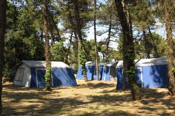 Aussenansicht vom Gruppenhaus 00390900 ZEBU<sup>®</sup>-Dorf ROSOLINA MARE - VENEDIG - S - in Italien 45010 Marina di Caleri für Gruppenfreizeiten