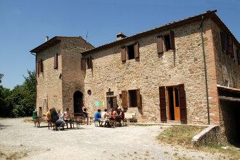 Aussenansicht vom Gruppenhaus 08398300 Gruppenhaus CASA FIGLINE in Italien I Montaione für Gruppenfreizeiten