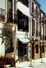 Aussenansicht vom Gruppenhaus 08348200 Hostal Santema in Spanien ES Caldetas  für Gruppenfreizeiten