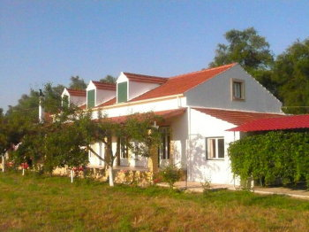 Aussenansicht vom Gruppenhaus 08308401 Gruppenhaus MARGARITA in Griechenland GR Roda für Gruppenfreizeiten