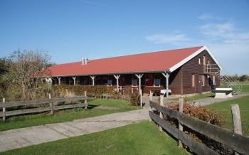Aussenansicht vom Gruppenhaus 03313374 Die Ranch in Niederlande 1797 Texel - Den Hoorn für Gruppenfreizeiten