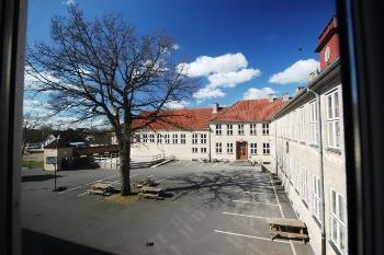 Aussenansicht vom Gruppenhaus 03453442 RANUM Efterskole in Dänemark 9681 Ranum für Gruppenfreizeiten