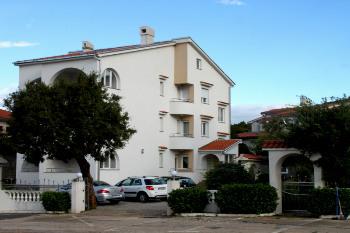 Aussenansicht vom Gruppenhaus 00380630 Gruppenhaus Petra *** in Kroatien 51250 Novi Vinodolski ( Povile ) für Gruppenfreizeiten