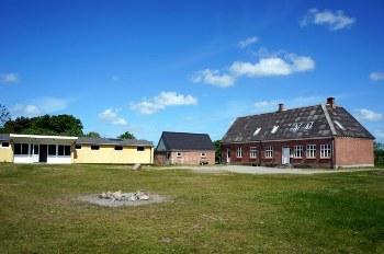 Aussenansicht vom Gruppenhaus 03453465 Gruppenhaus ODDESUNDLEJREN Dänemark 7790 Thyholm für Gruppenfreizeiten