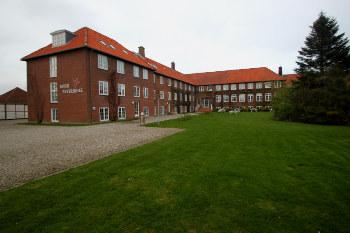 Aussenansicht vom Gruppenhaus 03453468 HØJER Efterskole in Dänemark 6280 Højer für Gruppenfreizeiten
