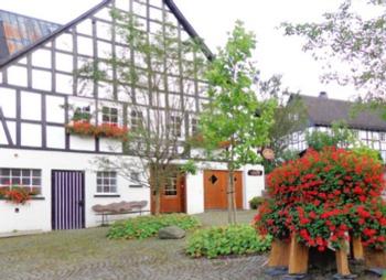 Aussenansicht vom Gruppenhaus 00490574 Gruppenhaus Sauerland 2 in Deutschland 57392 Schmallenberg für Gruppenfreizeiten