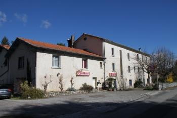 Aussenansicht vom Gruppenhaus 05335440 Jaujac in Frankreich 07380 Jaujac für Gruppenfreizeiten