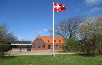 Aussenansicht vom Gruppenhaus 03453053 Mellerup Centret in Dänemark 6534 Agerskov für Gruppenfreizeiten