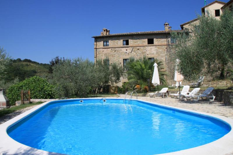 Aussenansicht von der Gruppenunterkunft 05395445 Castello Pianello in Italien 06135 Pianello für Jugendfreizeiten