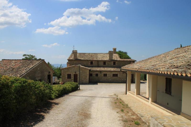 Aussenansicht von der Gruppenunterkunft 05395444 Borgo San Fortunato in Italien 06081 Assisi für Jugendfreizeiten